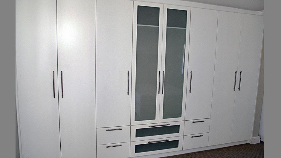 Innovative joinery cape town projects photos reviews for Bedroom cupboards designs cape town