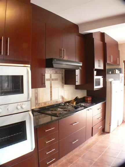 Thunder les kitchens boksburg projects photos reviews for Kitchen designs pretoria