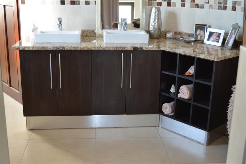 Ergo designer kitchens pretoria projects photos for Designer kitchens pretoria